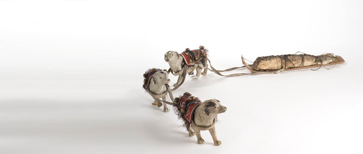 Modèle réduit de toboggan et chiens