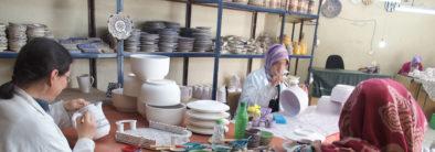 Petite soeur Nathalie à l'atelier poterie
